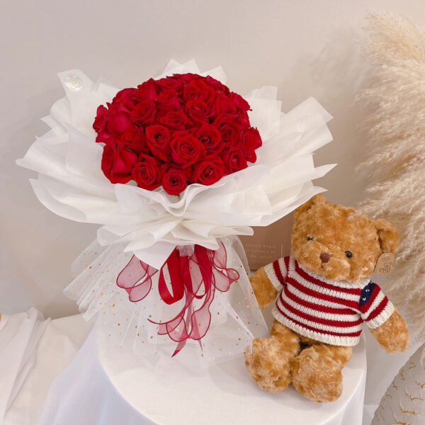 seven florist 33 red roses 01a