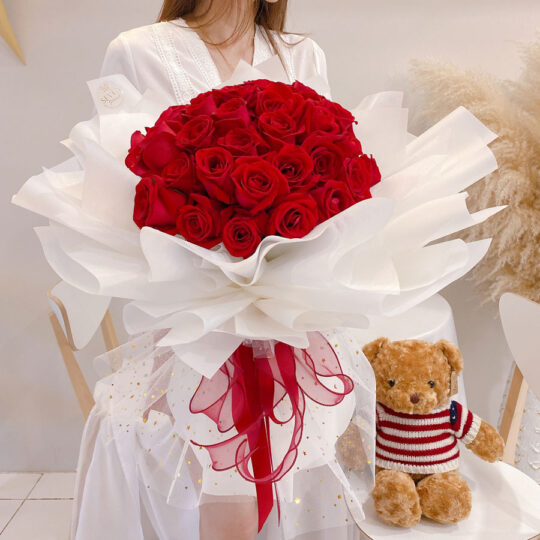 seven florist 33 red roses 02a