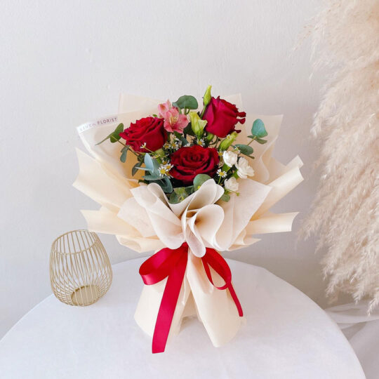 seven florist rose bouquet sweetie red 02 1a