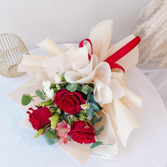 seven florist rose bouquet sweetie red 02a